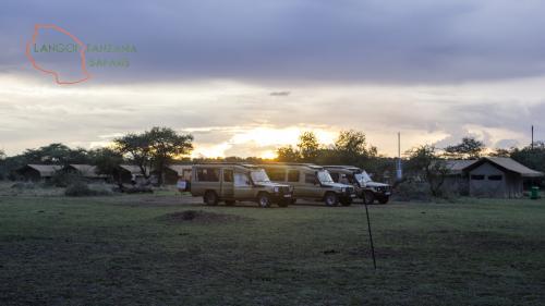 Langoi Basecamp Landcruisier